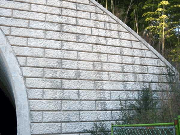 未施工の壁面
